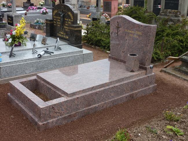 Pierre tombale en Granit DALVA